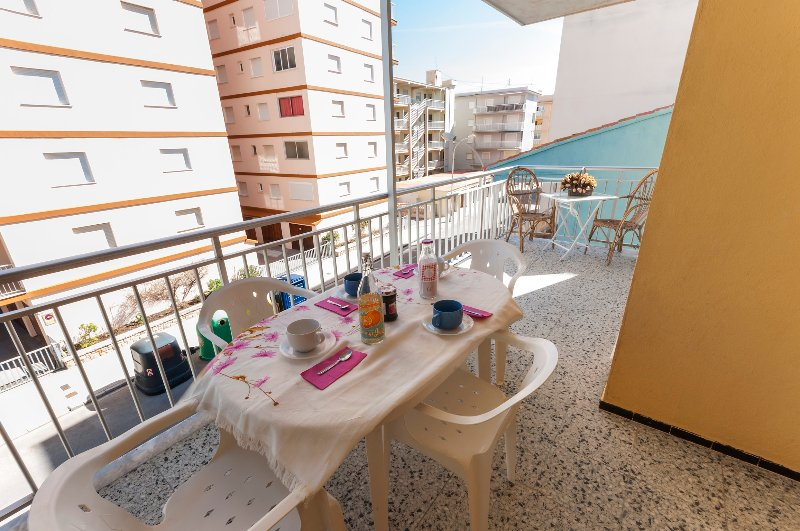 PANDORA 3 - Apartment for 8 people in Playa de Miramar, casa vacanza a Bellreguard