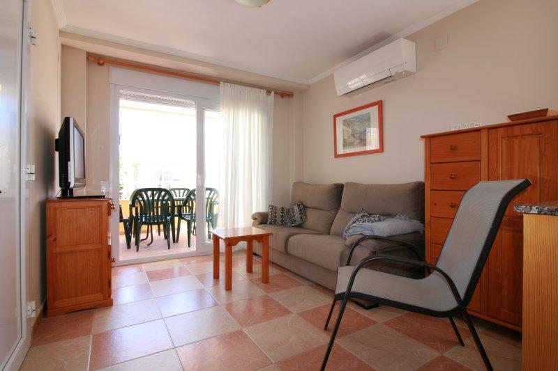 APARTAMENTO JUNTO AL MAR- AGUA BLANCA 1, holiday rental in Oliva