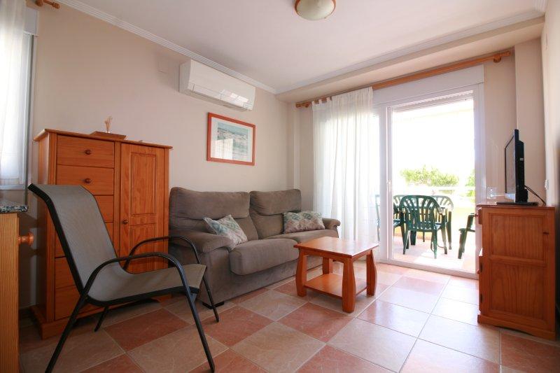 APARTAMENTO JUNTO AL MAR- AGUA BLANCA 2, holiday rental in Oliva