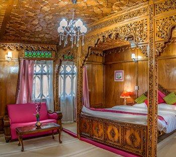 Naaz Kashmir Luxury HouseBoats- Lotus Suite, vakantiewoning in Harwan