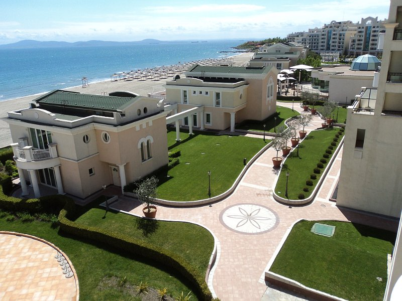 Q) Sunset Resort, Pomorie, SEA VIEW, Lg. 2 bed apt. in Eta Building., holiday rental in Pomorie