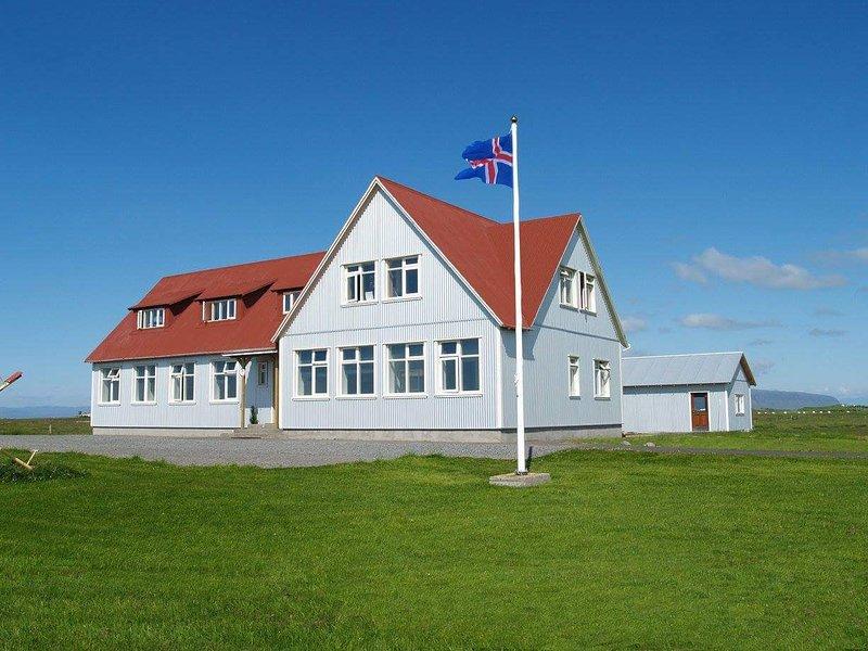 Gaulverjaskoli Guesthouse -The Old School House, holiday rental in Selfoss