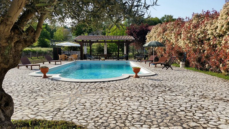 Magnifica Villa con piscina, alquiler de vacaciones en Caiazzo