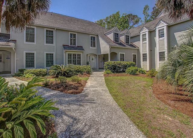 New to Market! Pet Friendly 225 Evian Villa. Free Bikes, Tennis, Pool, vacation rental in Hilton Head