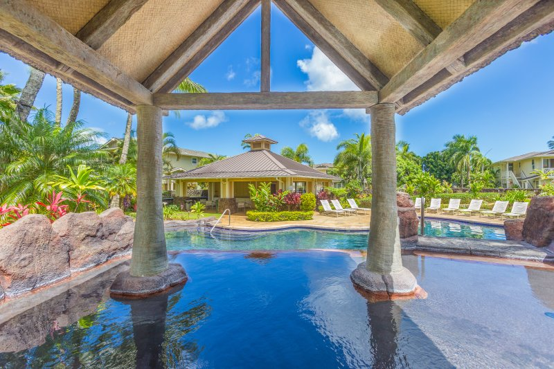 Amazing private home w/ AC, Pool, Garage, hot tub & Toys! (27C)., vacation rental in Princeville