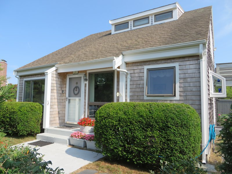 Privacy, Charm, and Comfort, with private sandy beach, vacation rental in Truro