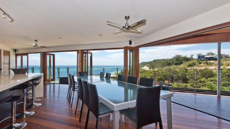 Tangalooma Hilltop Haven - Locally Owned Luxury Beach House, holiday rental in Moreton Island