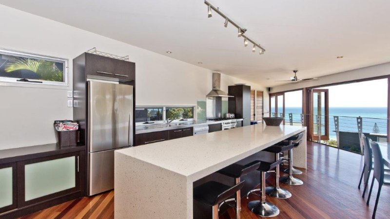 Mid Level - Open Plan Living, Dining, Kitchen, with views!
