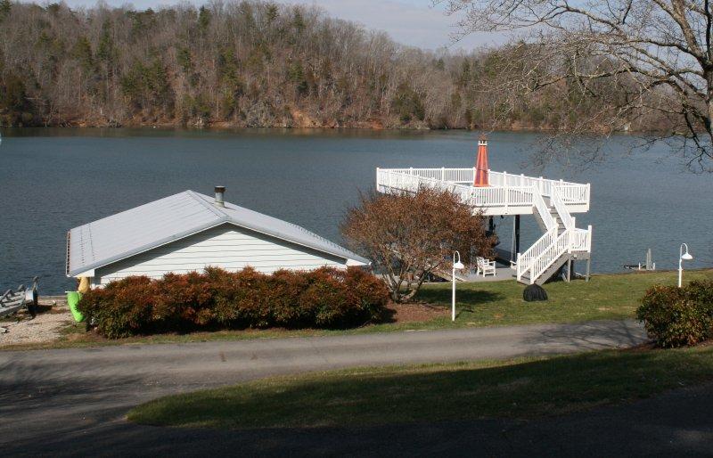Casa de botes y cubierta asoleándose superior.