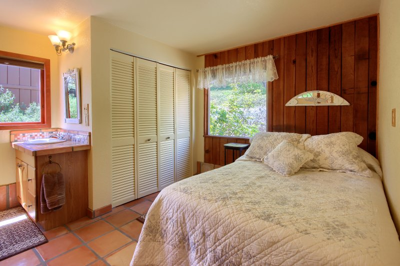 Full bed in cottage
