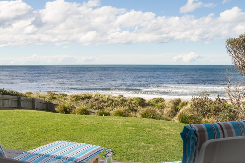 THE BEACH HOUSE - CULBURRA BEACHFRONT - PET FRIENDLY, holiday rental in Culburra Beach