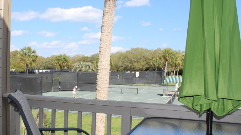 Walk to the pro shop for your lessons or court time. You are also a very short walking distance from the Lake House Facility where you can enjoy the pool, fitness center, library, and other amenities.