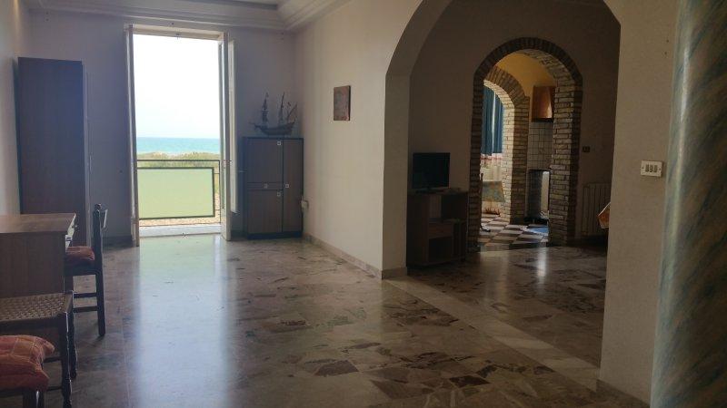 Casa Vacanze Antona a Licata, 150 m dal mare,  WiFi Free, Miglior prezzo!, alquiler vacacional en Ravanusa