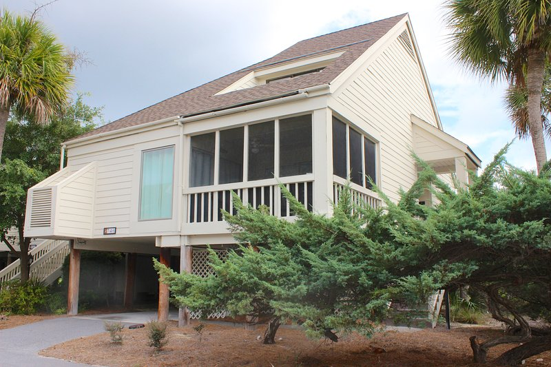746 Spinnaker is a fabulous townhome located just steps from Pelican Beach.