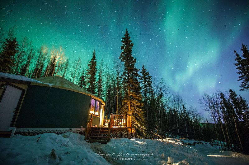 The Aurora Yurt-A Cozy Stay With Mountain, City and Aurora Views, holiday rental in Fairbanks