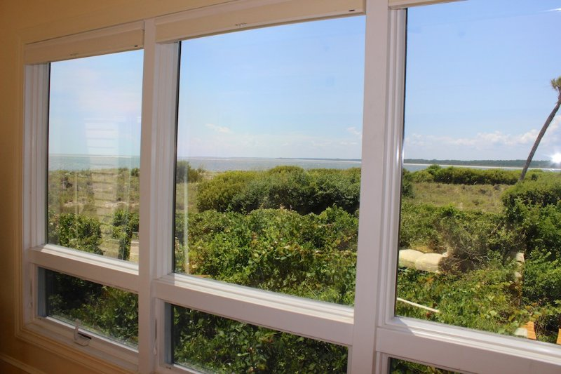 This 3 BR3.5 BA villa has amazing views of the ocean and Edisto River!
