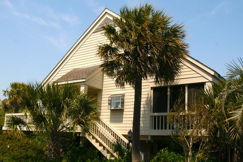This townhouse is so close to the beach, pools, golf and dining!