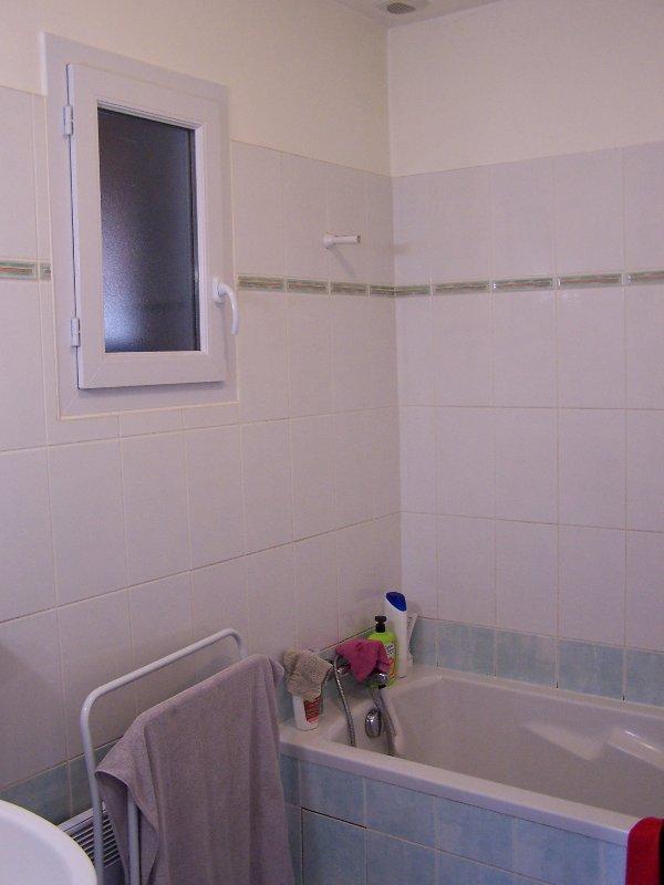 Casa de banho com banheira no piso térreo