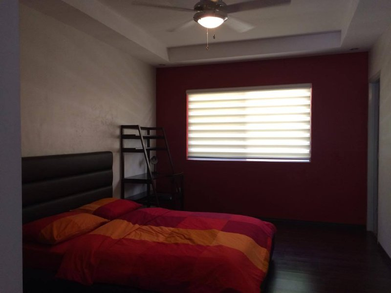 Nice and Clean room with own Ensuite 1st Floor, holiday rental in La Trinidad