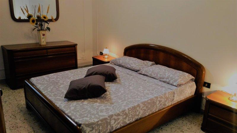 START - Camera con bagno, vacation rental in Latiano