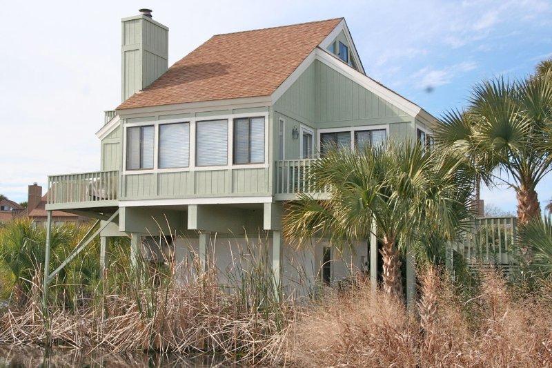 Great location, close to beach, neighborhood pool, and great lagoon/golf views.
