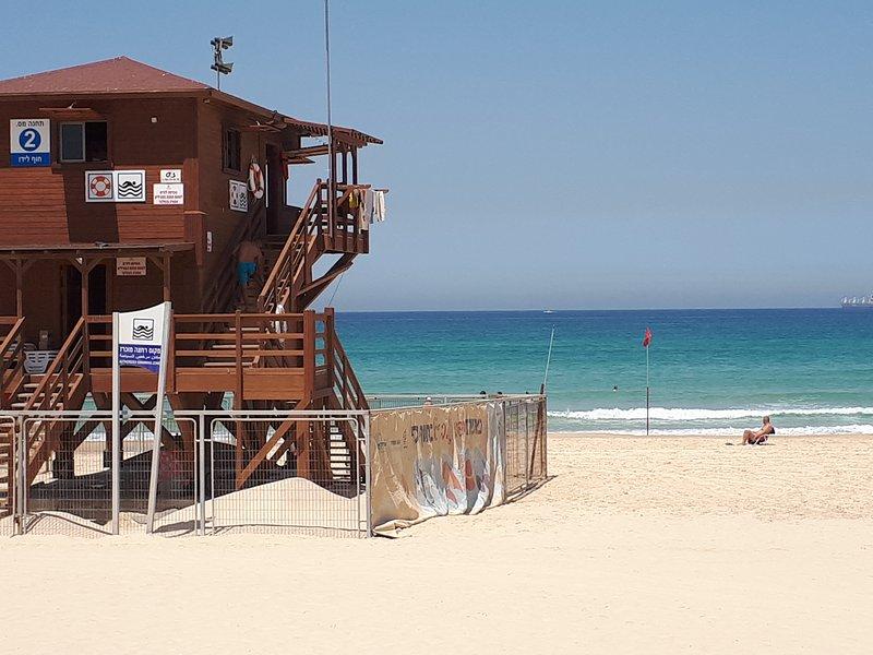 A poca distancia de la playa
