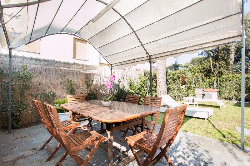 Villa Bianca, relax a 500 m dal mare, holiday rental in Lido Di Camaiore