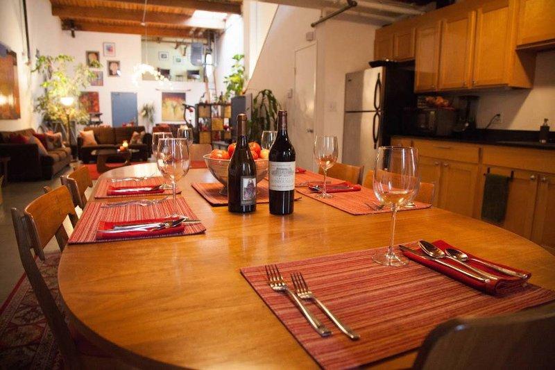 Esszimmer und Küche mit Blick auf Erdgeschoss.