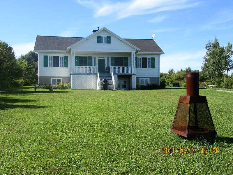 Ancestral house on Orleans Island.25mins from city, vacation rental in Saint-Laurent-de-l'Ile-d'Orleans