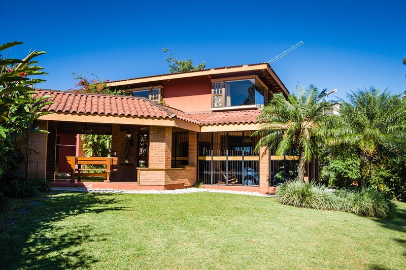 Nice, cozy and spacious family home in Escazú-Vista Alegre, alquiler de vacaciones en Provincia de San Jose