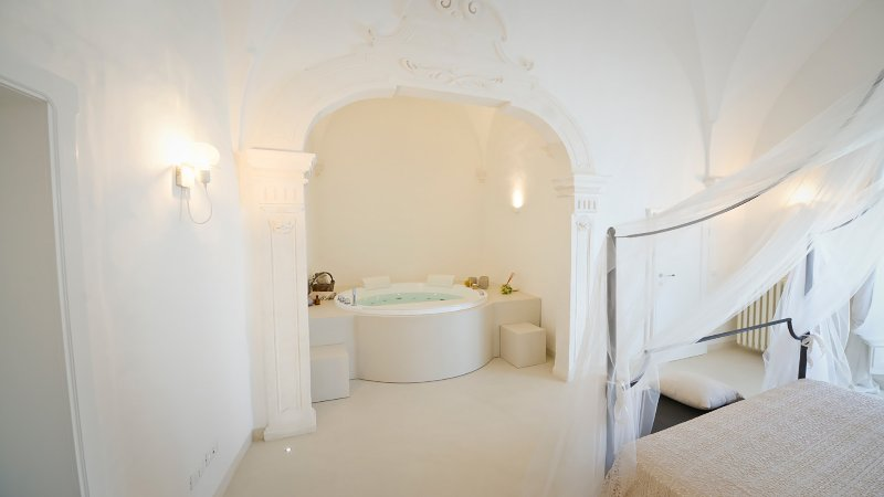 Albeda: boutique apartment with sea view, private garden and jacuzzi., holiday rental in Marina Di Ostuni