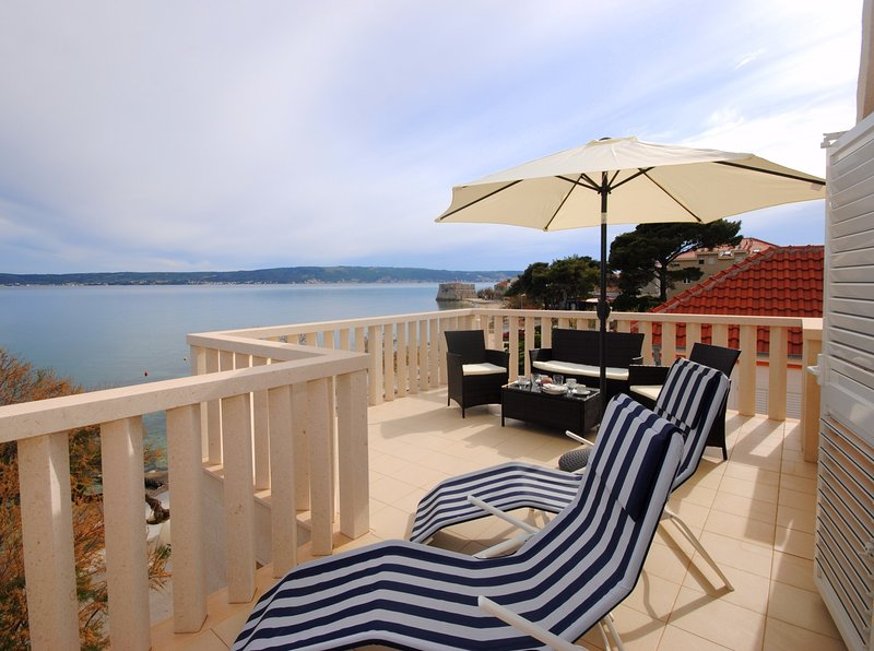 Bay view apartment across the beach, vacation rental in Kastel Stafilic