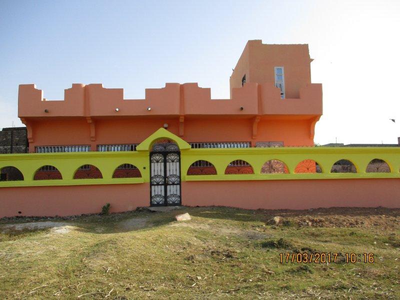 Maison meublée climatisée  de 250m²  avec gardien et un jardin parking intérieur, alquiler vacacional en Senegal