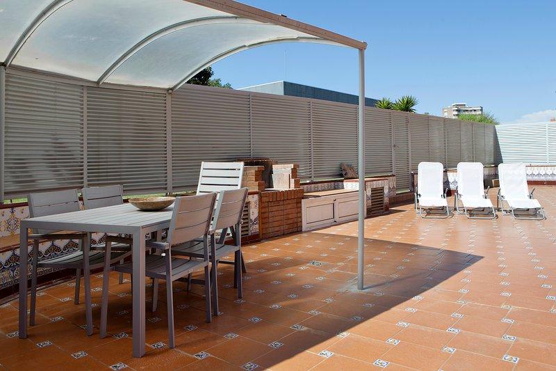 CASA REY, FANTÁSTICO PISO CON PISCINA, CERCA DE LA PLAYA Y A 20 MINUTOS DE BCN, vacation rental in Vilassar de Dalt
