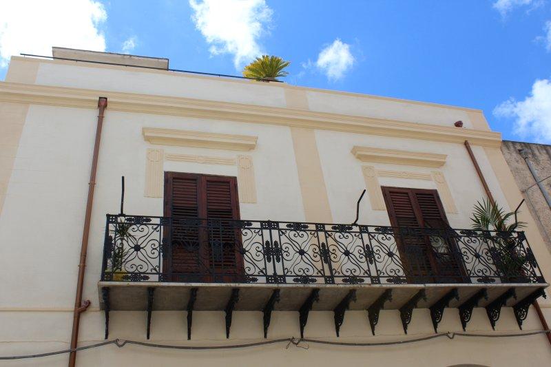 Palazzo TAORMINA casa vacanza Castellammare del Golfo, vacation rental in Castellammare del Golfo
