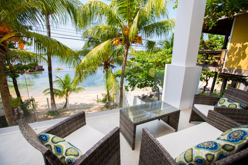 Bella Luna Beach House 1 Bedroom  2nd Floor, holiday rental in West End