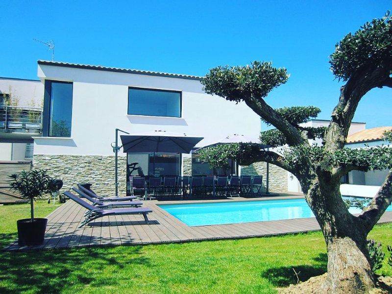 Villa de la Meilleraie avec piscine chauffée et jacuzzi en options proche plage, holiday rental in L'Ile-d'Olonne