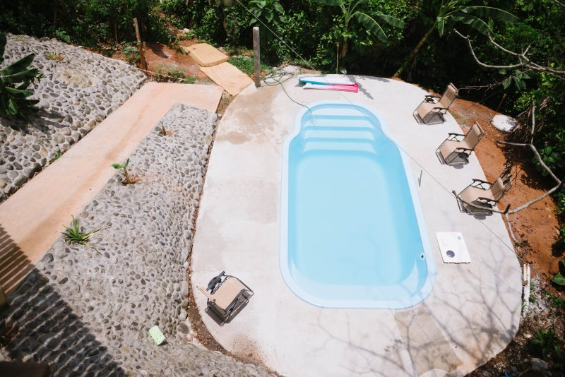 piscina para adultos para refrescarse en la temporada de calor de Costa Rica