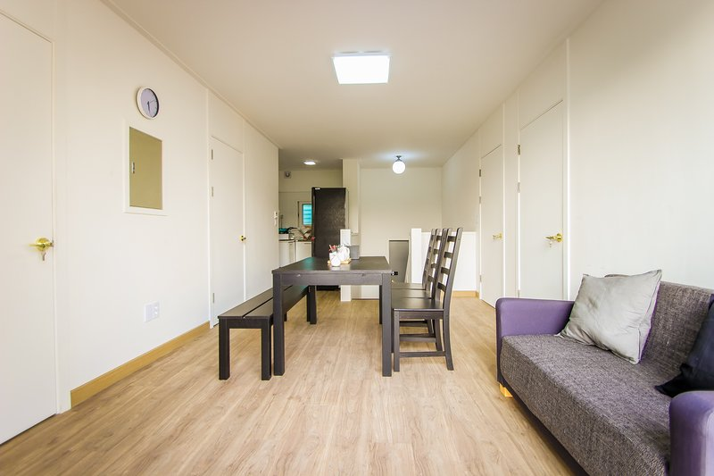 3mins to Hongik Station Big House For 9 People With Huge Balcony, holiday rental in South Korea