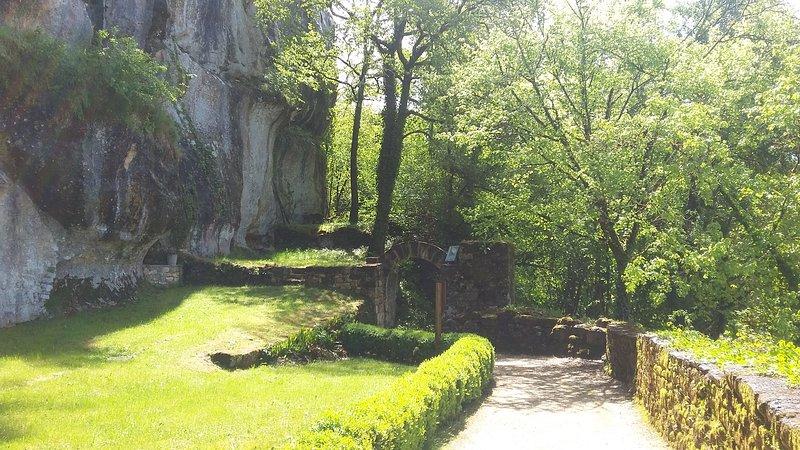 La Maison Forte de Reignac, entrance gardens