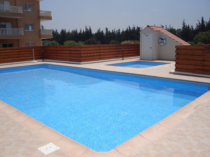 1 Bed Luxuary Ground Floor Apartment, holiday rental in Geroskipou