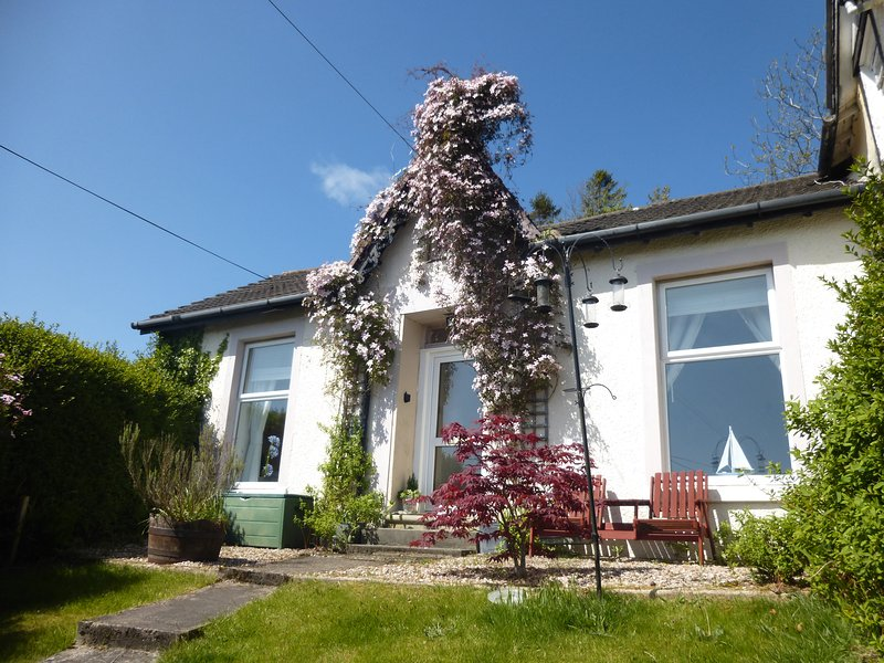 Sailor's Rest a charming Victorian Sea Side Cottage with Stunning Sea Views & Short Walk to Beach