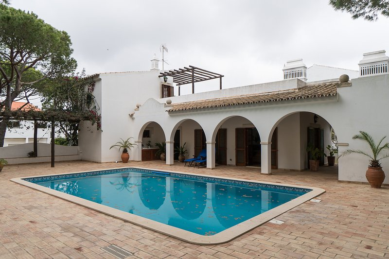 Ross Orange Apartment, Faro, Algarve, Ferienwohnung in Montenegro
