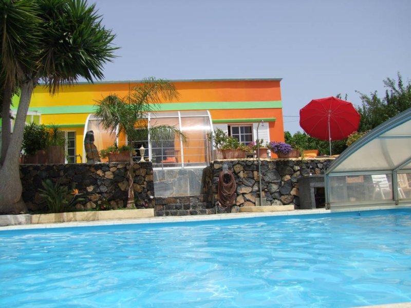 Finca-Sambal Haushälfte Mango74qm² Meerblick Pool 5x10m privat orientalisch, vacation rental in El Paso