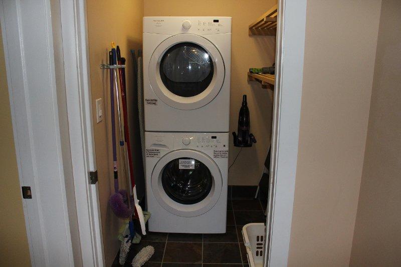 Wasmachine en droger voor uw gemak.