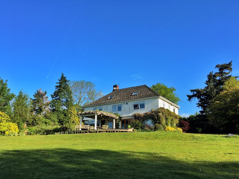 5-bedroom 4-bathroom country house with 2-acre garden