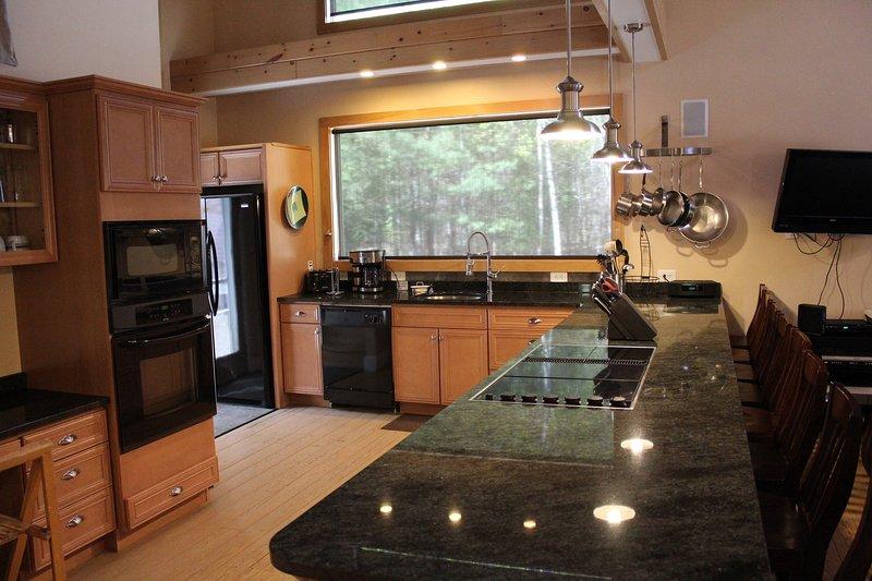 Granieten aanrecht, dubbele oven, grill, grote koelkast, en ongelooflijke uitzicht!