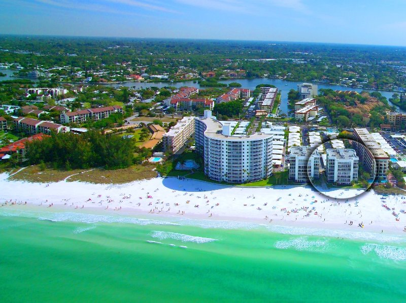 Crescent Beach - 2 Bedroom - Beachfront Condo Complex - Heated Pool, vacation rental in Siesta Key