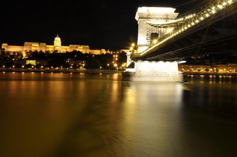 Chain de Szechenyi Ponte ao virar da esquina