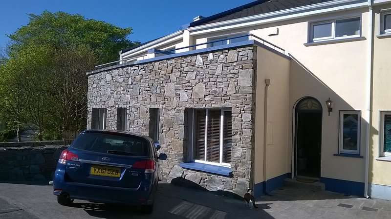 3 bedroom house in quiet residential location just 3 minutes walk from the lively Clifden towncentre